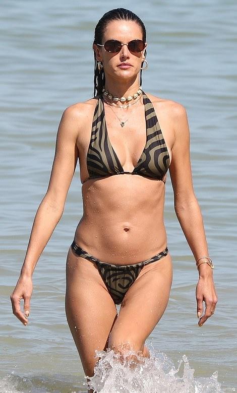 Alessandra-Ambrosio-bi-color-bikini-top-bikini-spring-summer-2021
