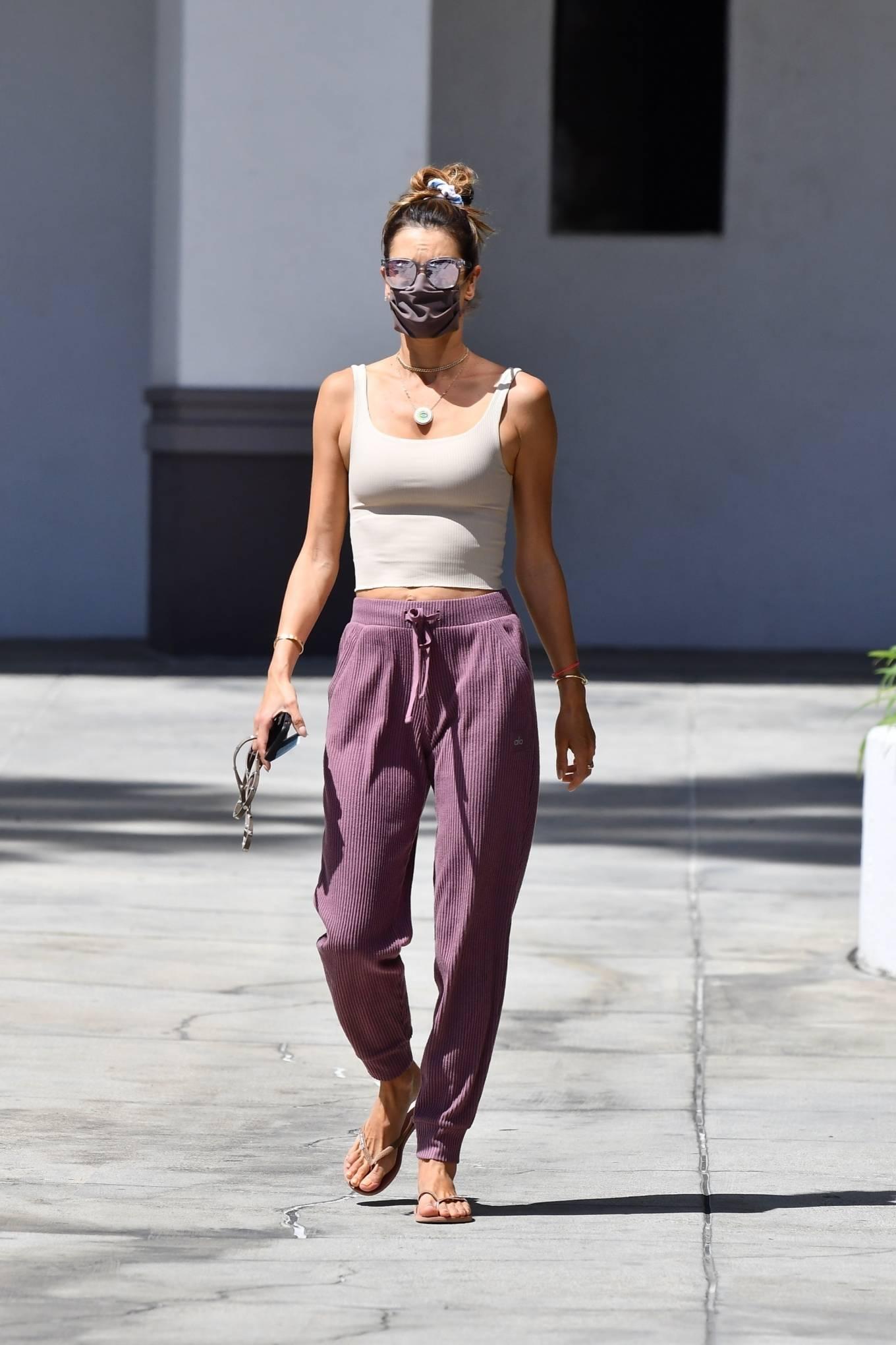 Alessandra Ambrosio wearing round Nude slip on slippers
