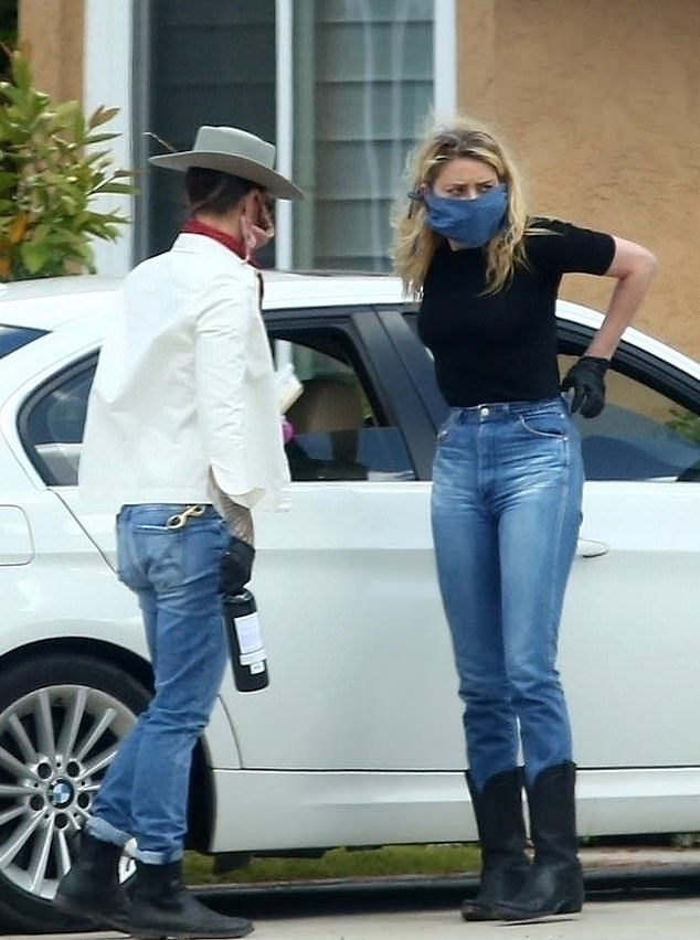 Amber Heard rocking blue jeans by Levi's with a denim material