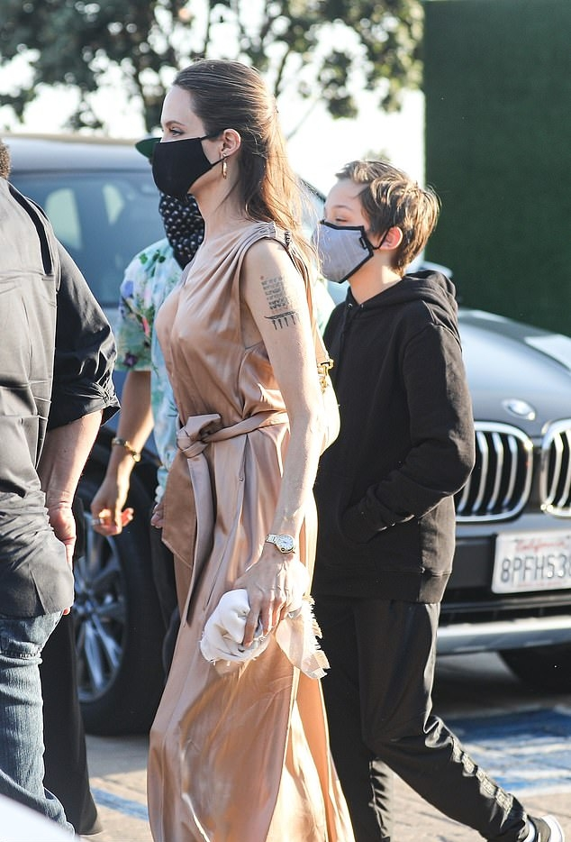 Angelina Jolie, tan sandals, leather, beige dress, open toe, pointy heel. Angelina Jolie rocking tan brown open toe sandals with pointy heel