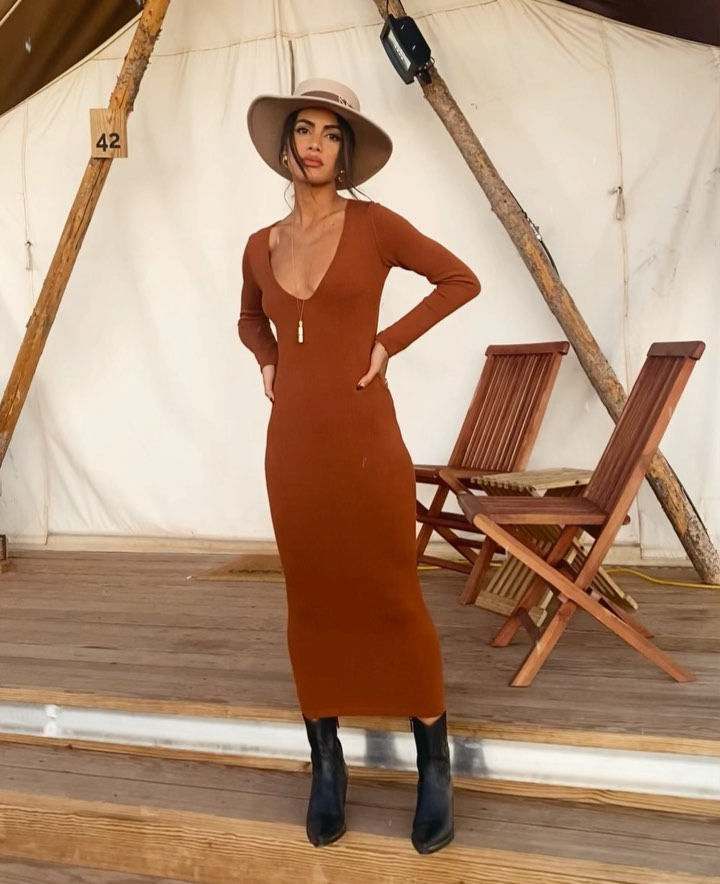 Camila Coelho rocking a figure hugging brown dress with extra long sleeves and a scoop neck