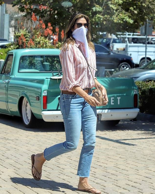 Cindy Crawford wearing cropped blue denim ankle length jeans