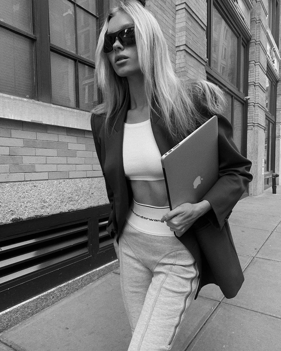 Impedir Contra la voluntad Meandro  Elsa Hosk Grey Skinny Alexander Wang Leggings Photoshoot Spring Summer 2020  | SASSY DAILY Fashion News