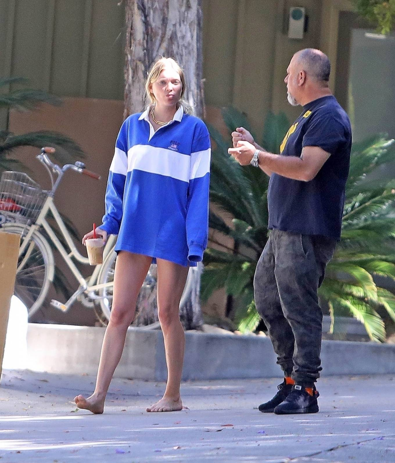 Elsa Hosk, oversized, white and blue sweatshirt, hip length, extra long sleeves, shirt collar, comfortable, long legs, color block, white and blue jumper, loungewear, slouchy. Elsa Hosk wearing a oversized white and blue sweatshirt with extra long sleeves and shirt collar