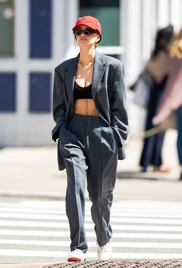 Emily Ratajkowski rocking round white lace-up sneakers with flat heel