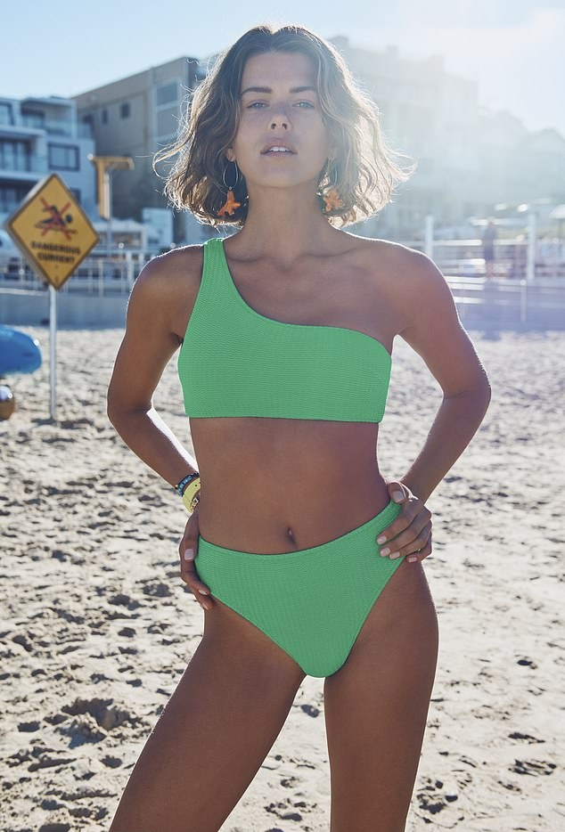 Georgia Fowler dazzled in a sexy green bandeau with a nylon fabric and one shoulder