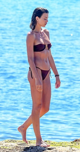 Georgia Fowler dazzled in maroon bikini bottom with tied waist