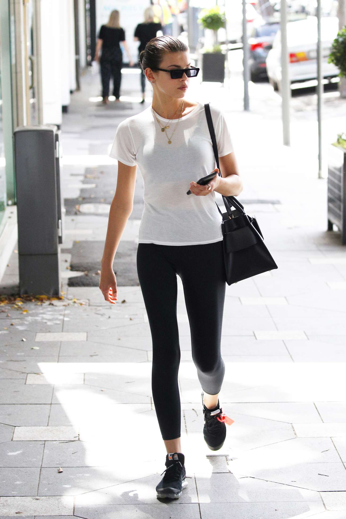 Georgia Fowler wearing a clinging white T-shirt with a cotton fabric, short sleeves and a crew neck