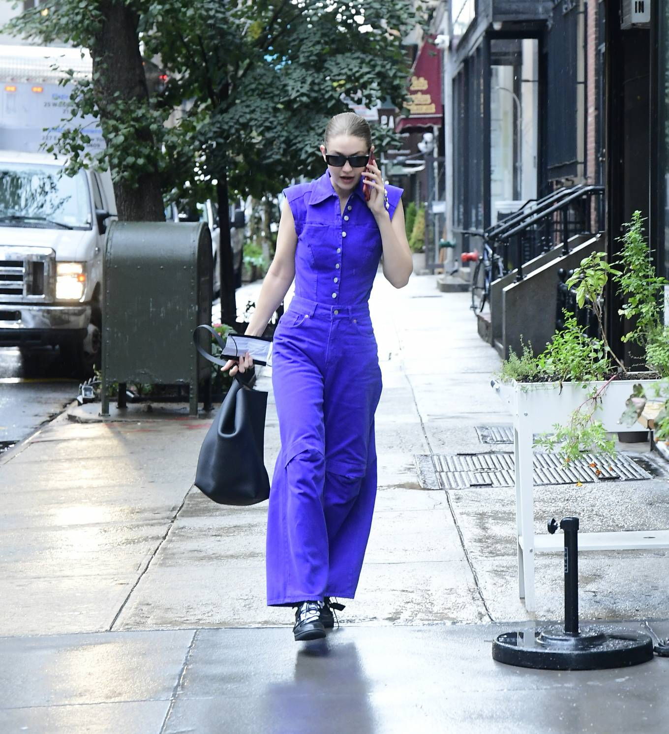 Gigi Hadid donning oversized blue cotton low rise jeans with overlapping section at knees