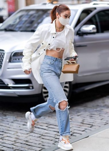 Gigi-Hadid-white-leather-sneakers-street-style-autumn-winter-2021