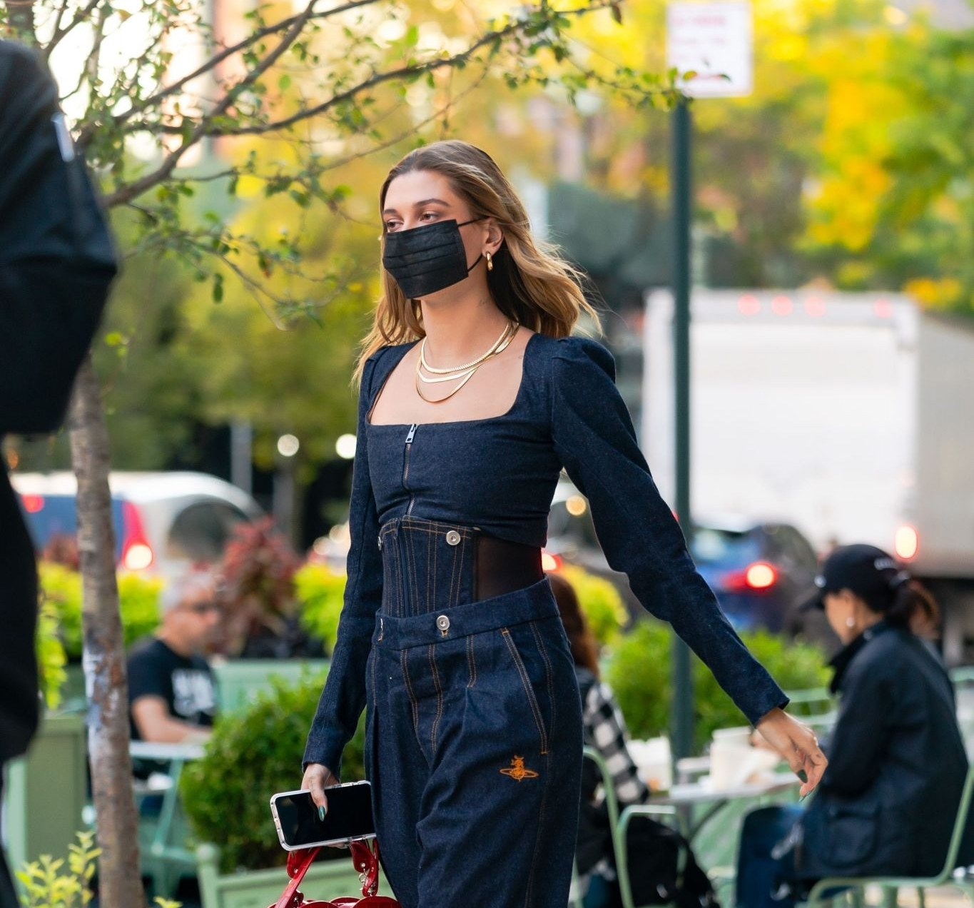 Hailey Bieber rocking a straight fit navy blue jumpsuit with a denim material, full sleeves, puffed shoulder, zipper accents and a scoop neck