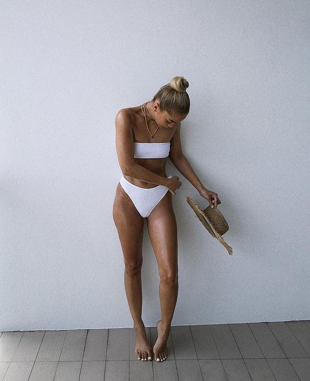 Jasmine Sanders sizzled in Matching white ribbed bikini bottom