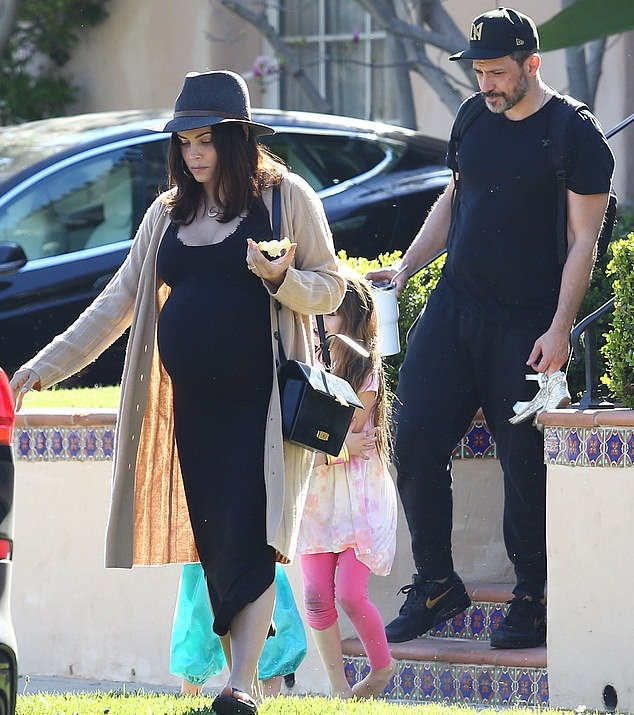Jenna Dewan rocking black leather open toe slippers with flat heel and wide strap