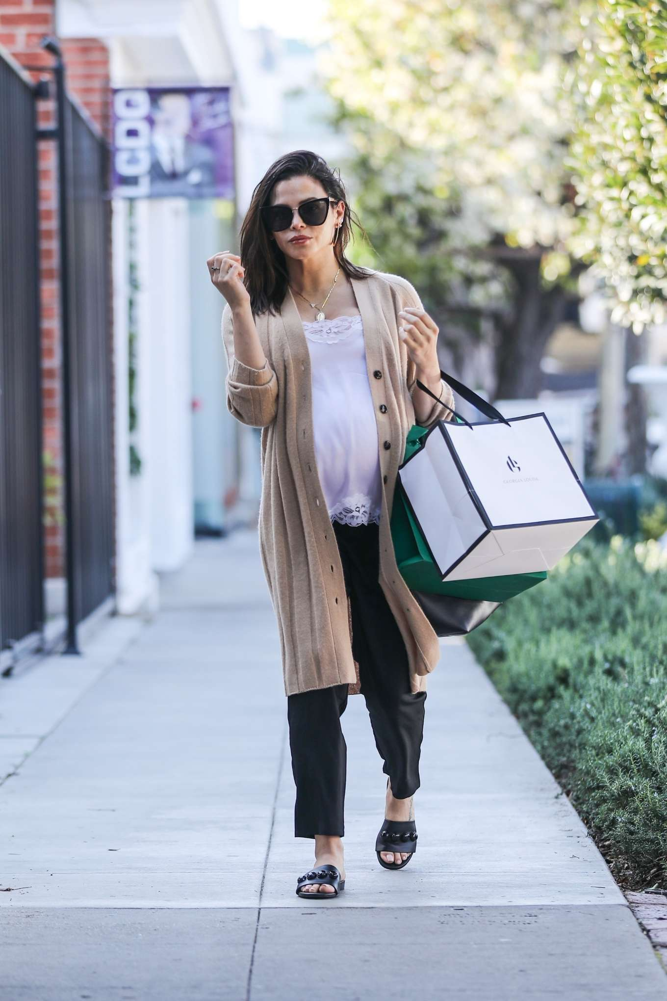 Jenna Dewan donning bow black open toe flats with square heel