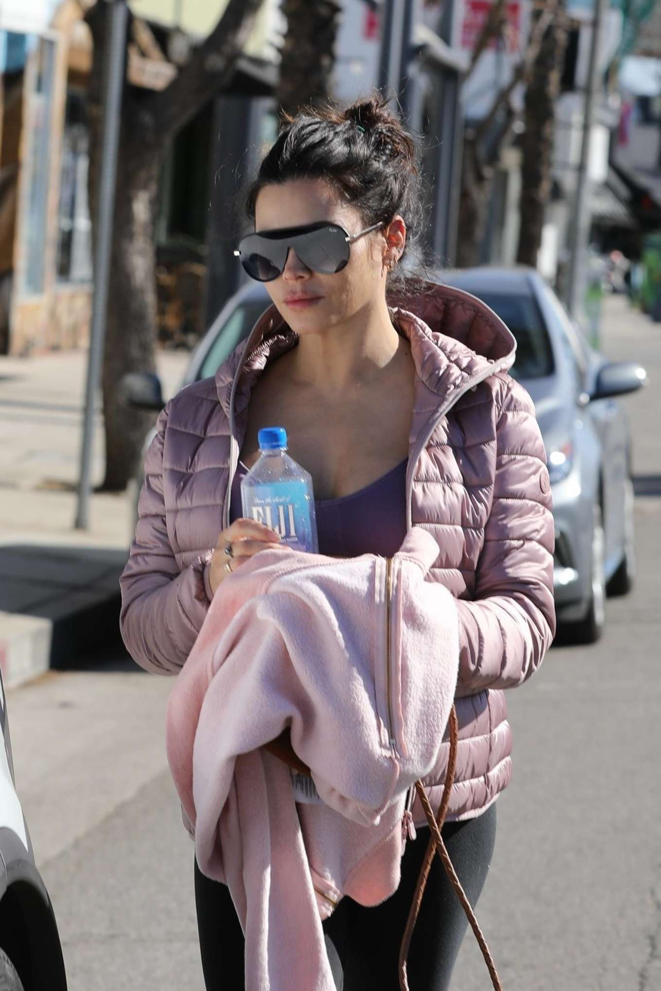 Jenna Dewan rocking black leather lace-up sneakers with contrasting sole