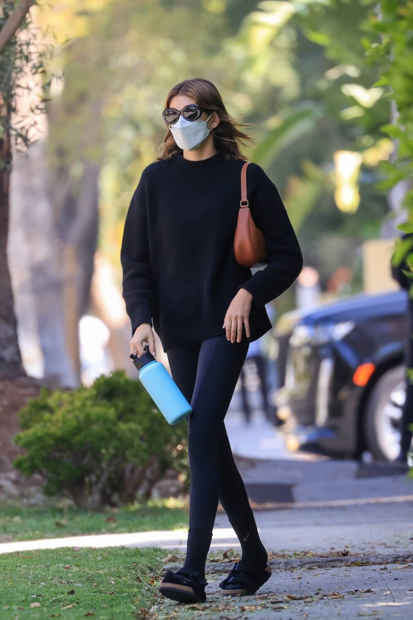 Kaia Gerber rocking a oversized black pullover with full sleeves and a crew neck