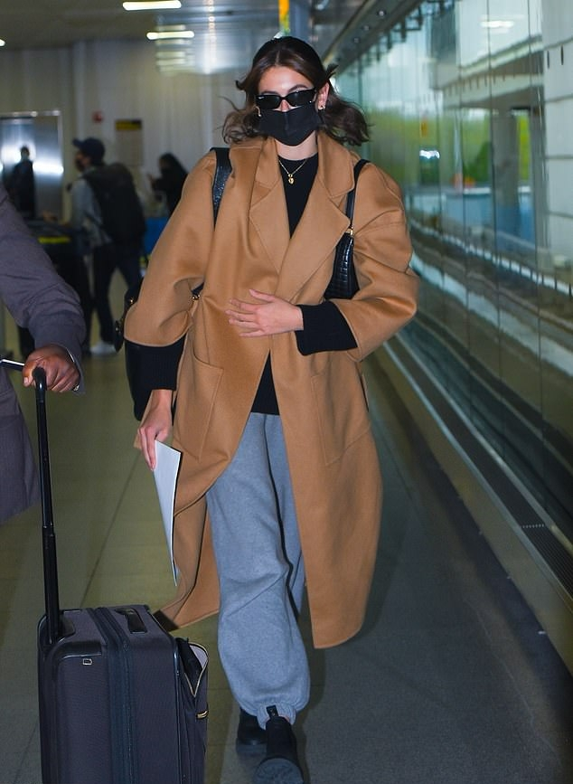 Kaia Gerber rocking oversized blue high rise jeans