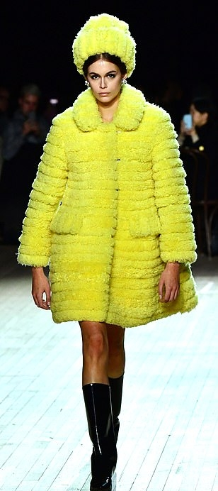 Kaia Gerber wearing a oversized Bright yellow Marc Jacobs shearling coat with a fleece material, full sleeves, shirt collar, flap pockets and flared hem