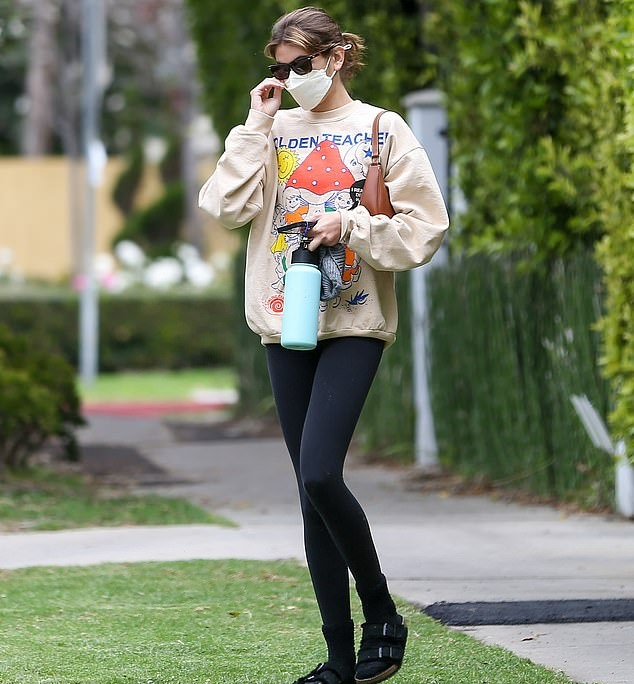 Kaia Gerber rocking fitted black basic ankle length workout leggings