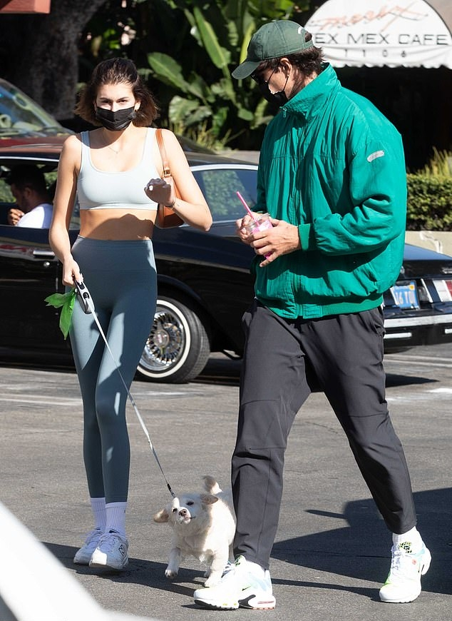 Kaia Gerber wearing Skinny light grey high rise workout leggings with a stretch fabric material