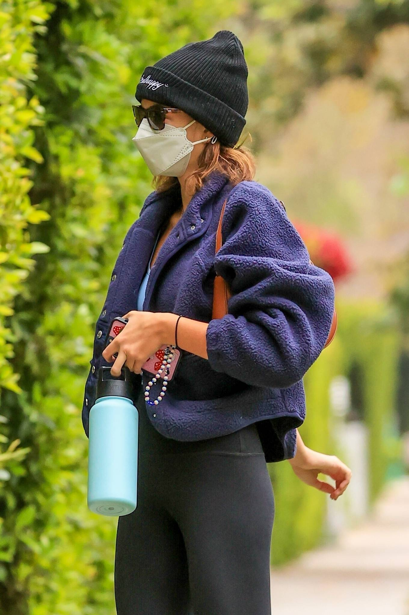 Kaia Gerber rocking a oversized navy blue open front Jacket with a fleece material, full sleeves, stand-up collar and zip pockets