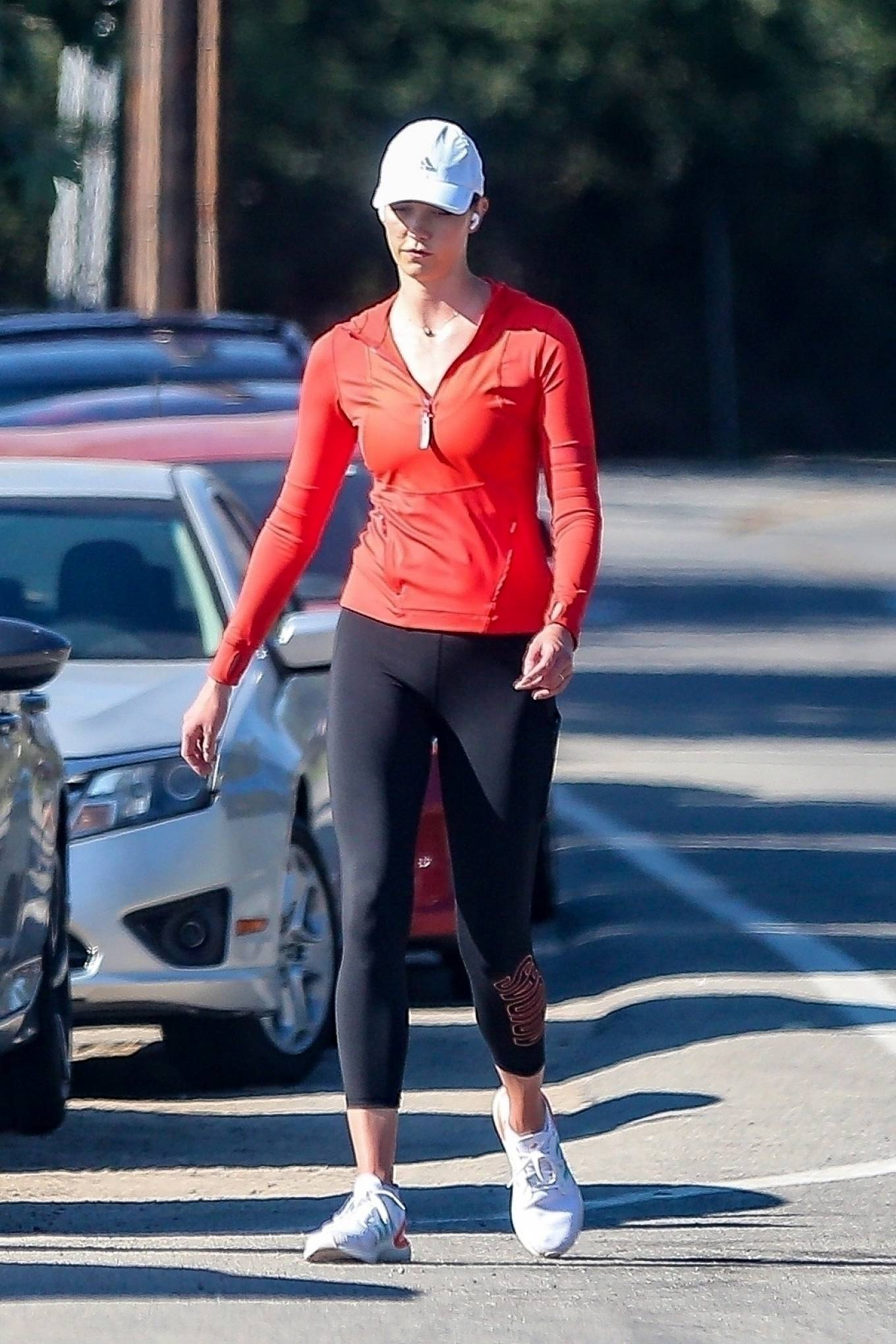 Karlie Kloss wearing Skinny black high waist ankle length workout leggings by Adidas with a stretch fabric