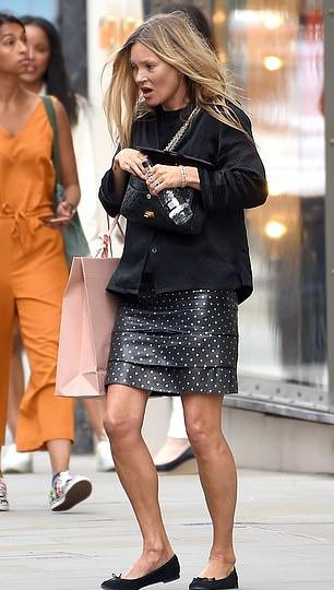 Kate Moss rocking narrow black ballerina with flat heel