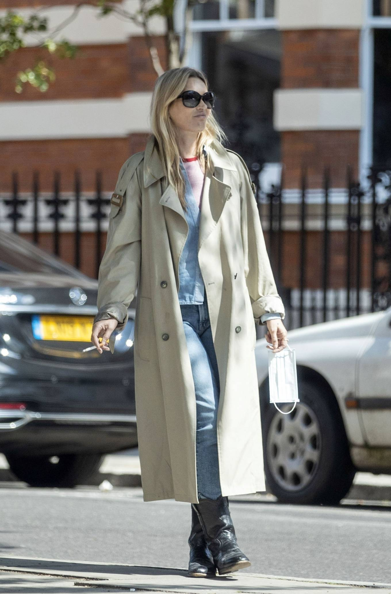 Kate Moss rocking a Blue denim shirt with a denim fabric, full sleeves and shirt collar