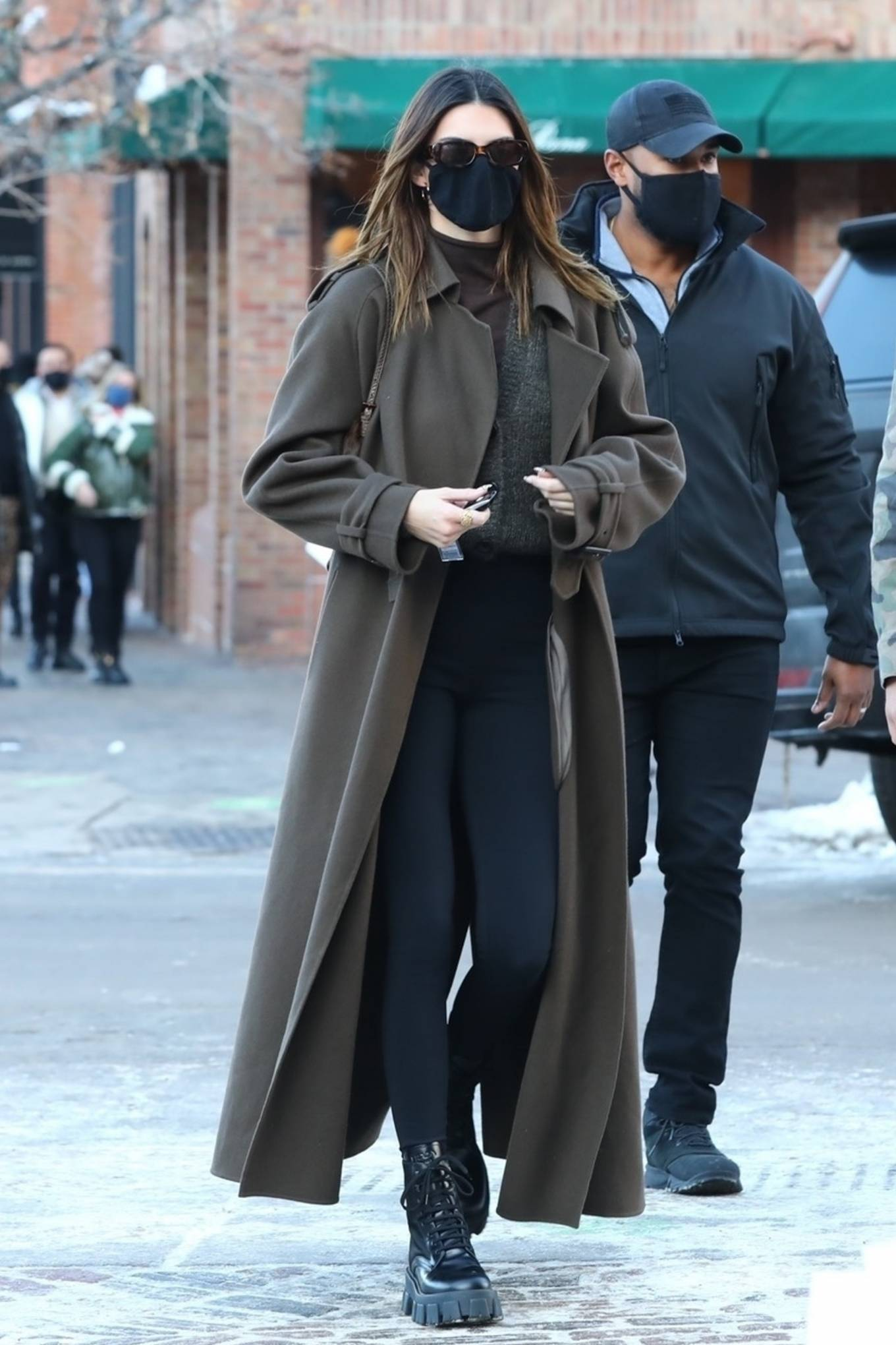 Kendall Jenner donning skinny black high waist leggings by Nike