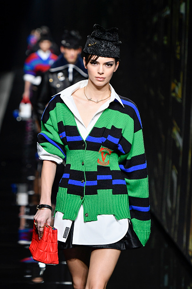 Kendall Jenner rocking a oversized green ribbed Versace woolen cardigan with a knit material, extra long sleeves, ribbed cuffs, striped, a V-neck and asymmetric hem