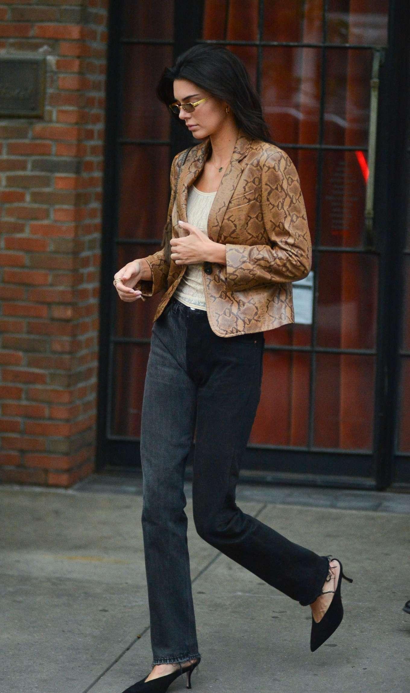 Kendall Jenner donning straight fit faded black denim boyfriend jeans