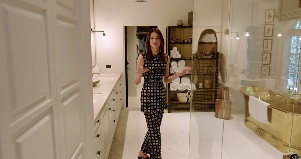 Kendall Jenner, silver  Tunic, black mules, silver trousers, thigh skimming, sleeveless, crew neck, matching, checks, black  Tunic, cinched waist, close fitting, patterned print