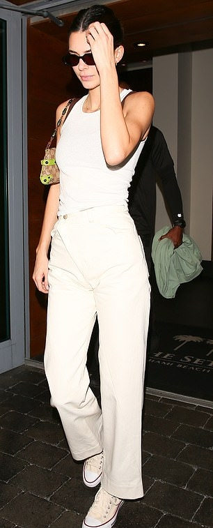 Kendall Jenner rocking round cream canvas ankle canvas shoes