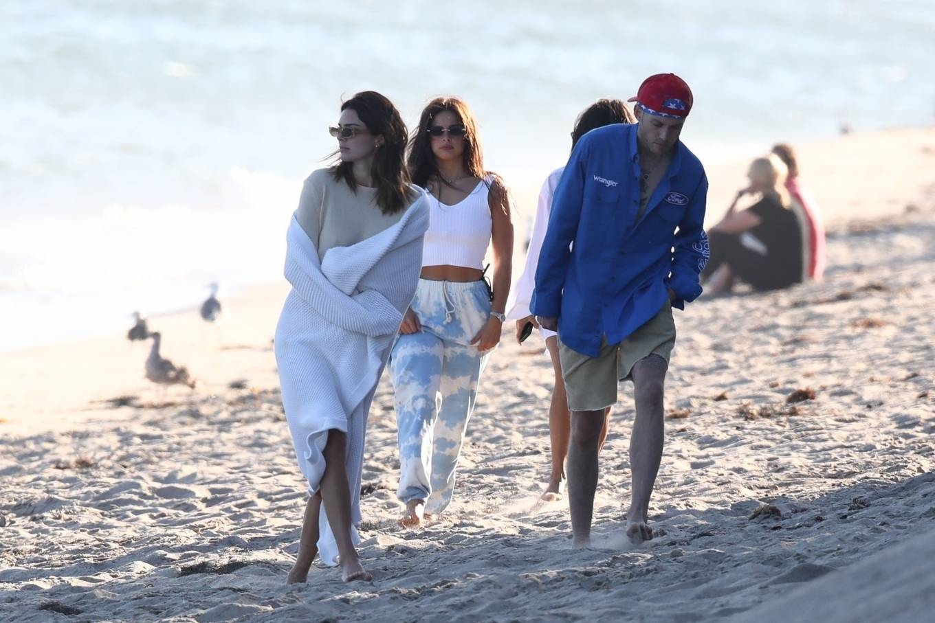Kendall Jenner rocking a cream basic sweater with full sleeves and a crew neck