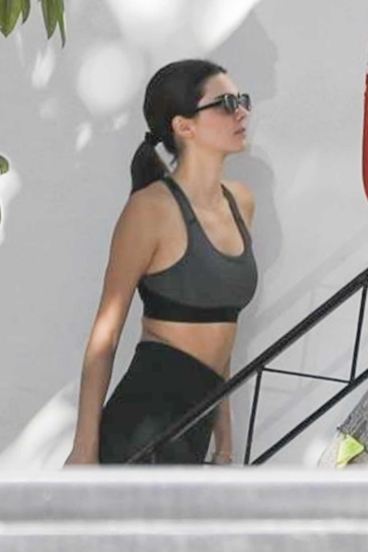 Kendall Jenner donning black skinny leggings