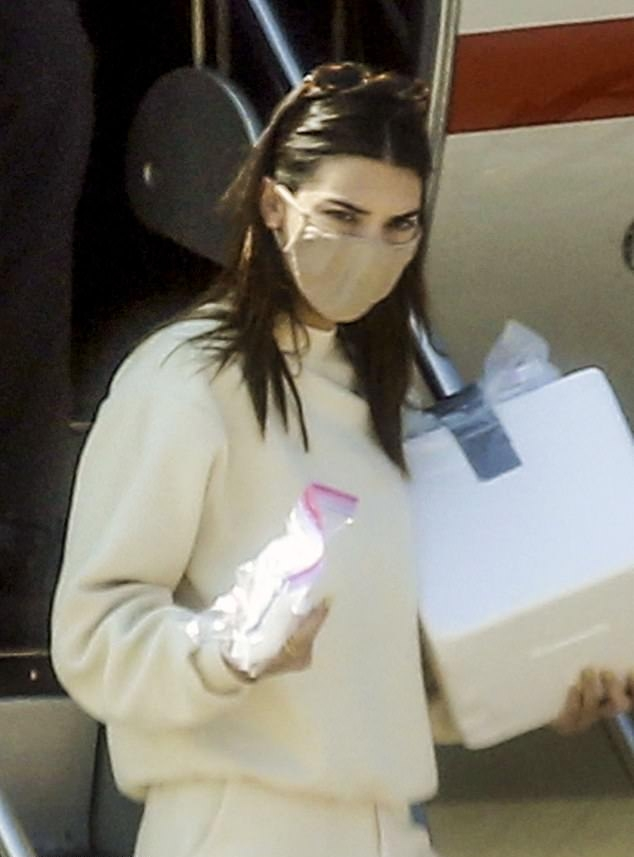 Kendall Jenner rocking a oversized off white sweatshirt with full sleeves and a crew neck