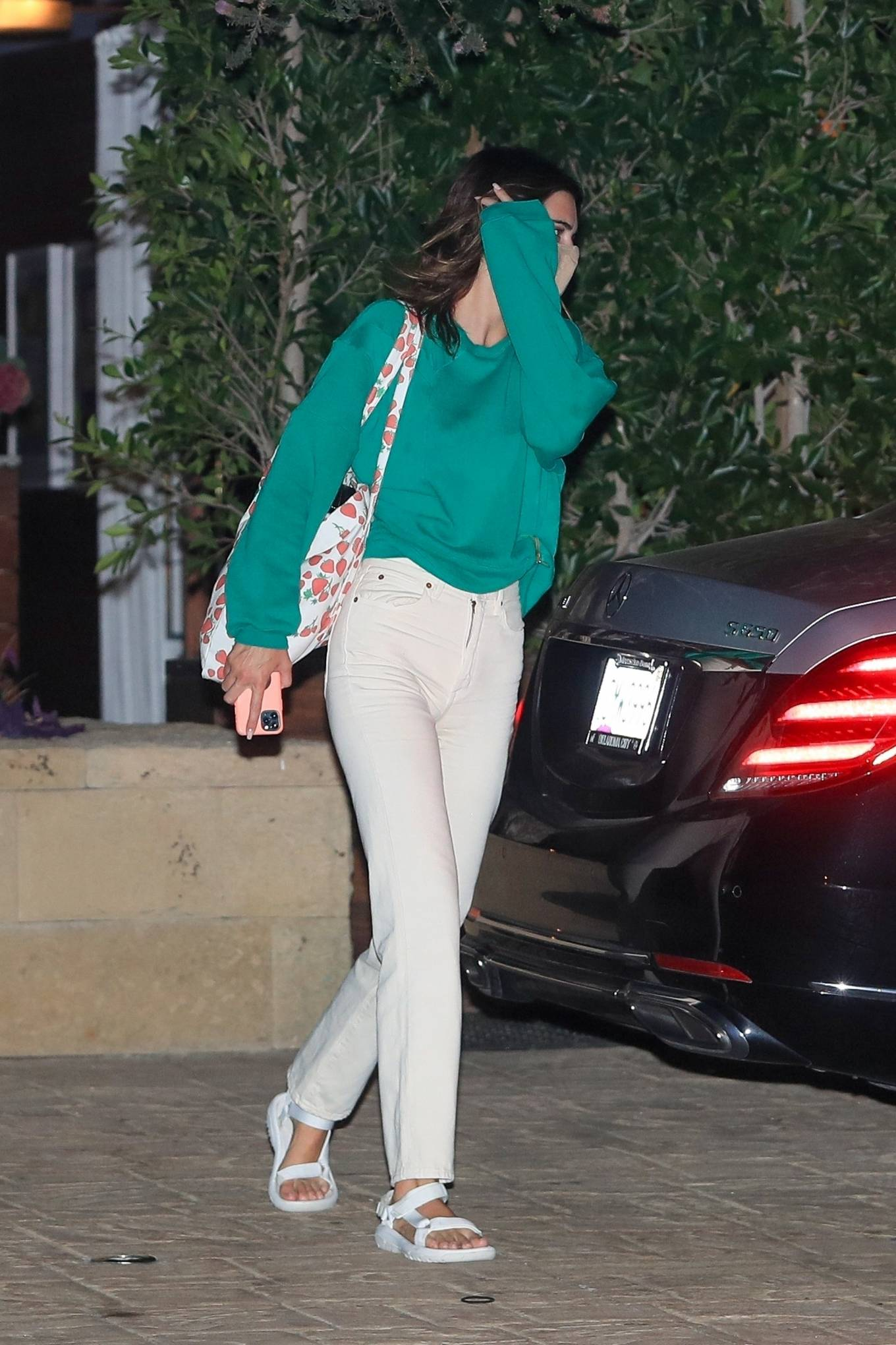 Kendall Jenner donning a oversized 22007 EB Denim sweatshirt with extra long sleeves and a crew neck