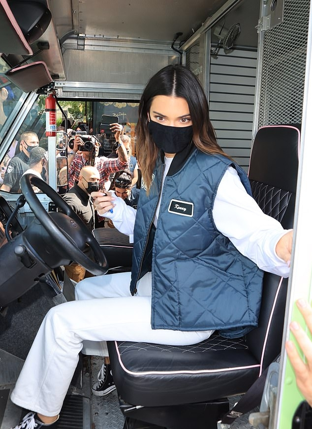 Kendall Jenner rocking a oversized white sweatshirt with full sleeves and a crew neck