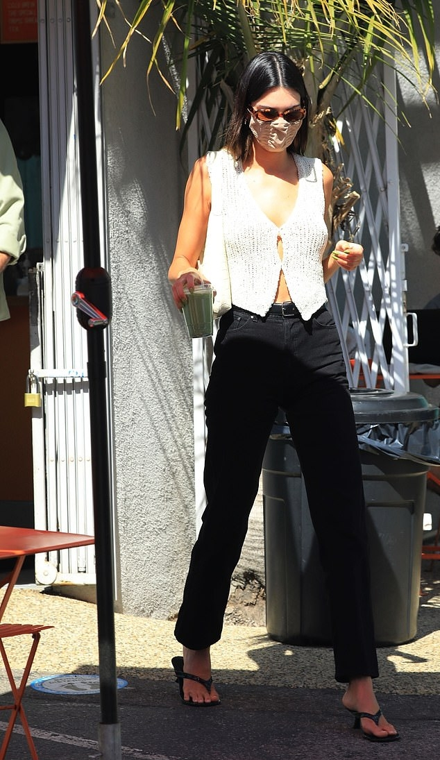 Kendall Jenner rocking straight fit black denim high waist jeans