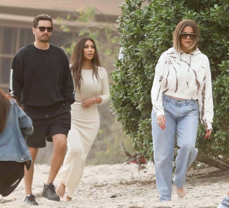 Khloe Kardashian rocking straight fit blue denim jeans