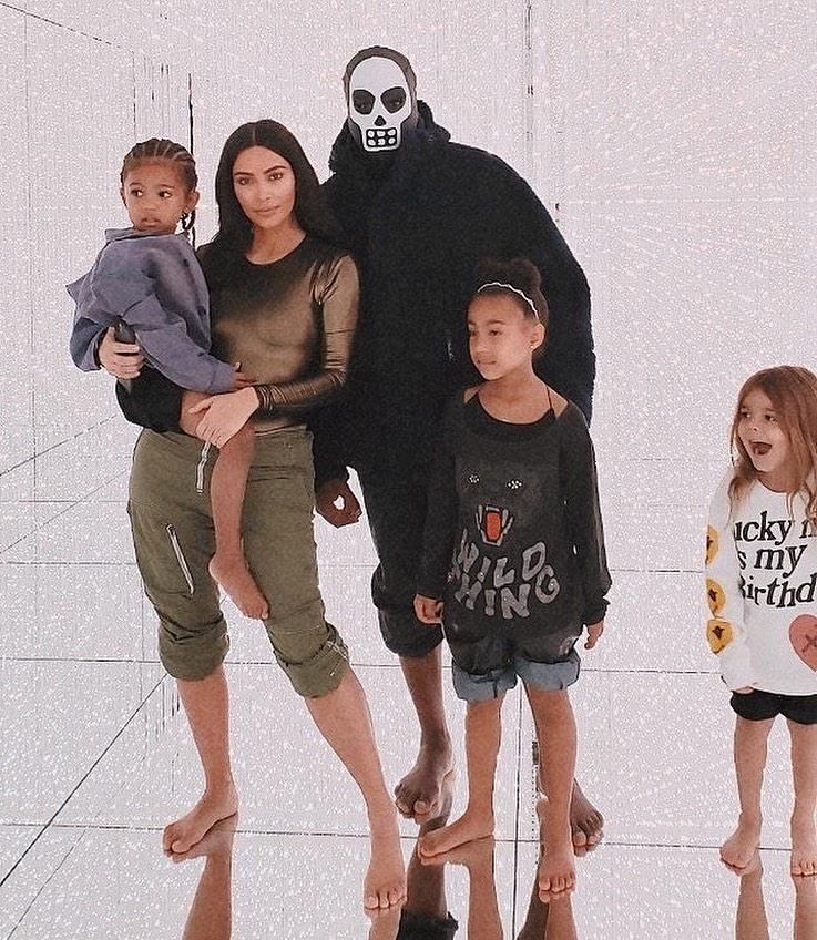 Kim Kardashian rocking Casual olive green cuffed hem cargo pants with high rise with cuffed hem