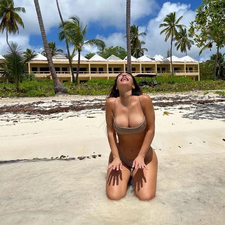 Kim Kardashian, With Jean bandeau, grey bandeau, grey With Jean bikini bottom, enviable decolletage, tiny, spaghetti straps, scoop neck, skimpy, With Jean bikini top, grey bikini top, abs, sexy, flat stomach. Kim Kardashian donning a skimpy grey bandeau with a scoop neck and spaghetti straps