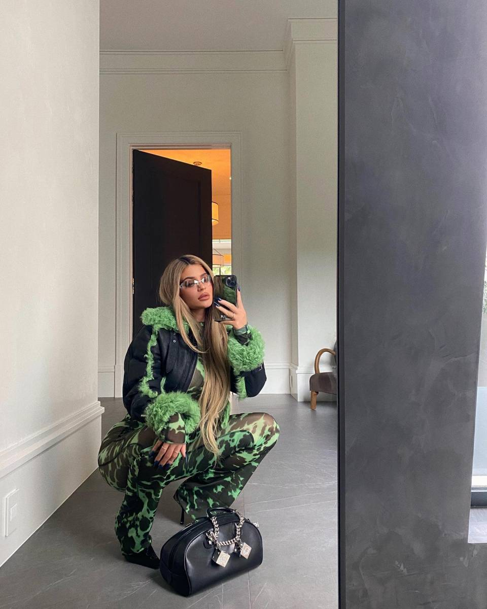 Kylie Jenner sizzled in flare monochrome green flared hem leggings with Sportswear Cutting Lines