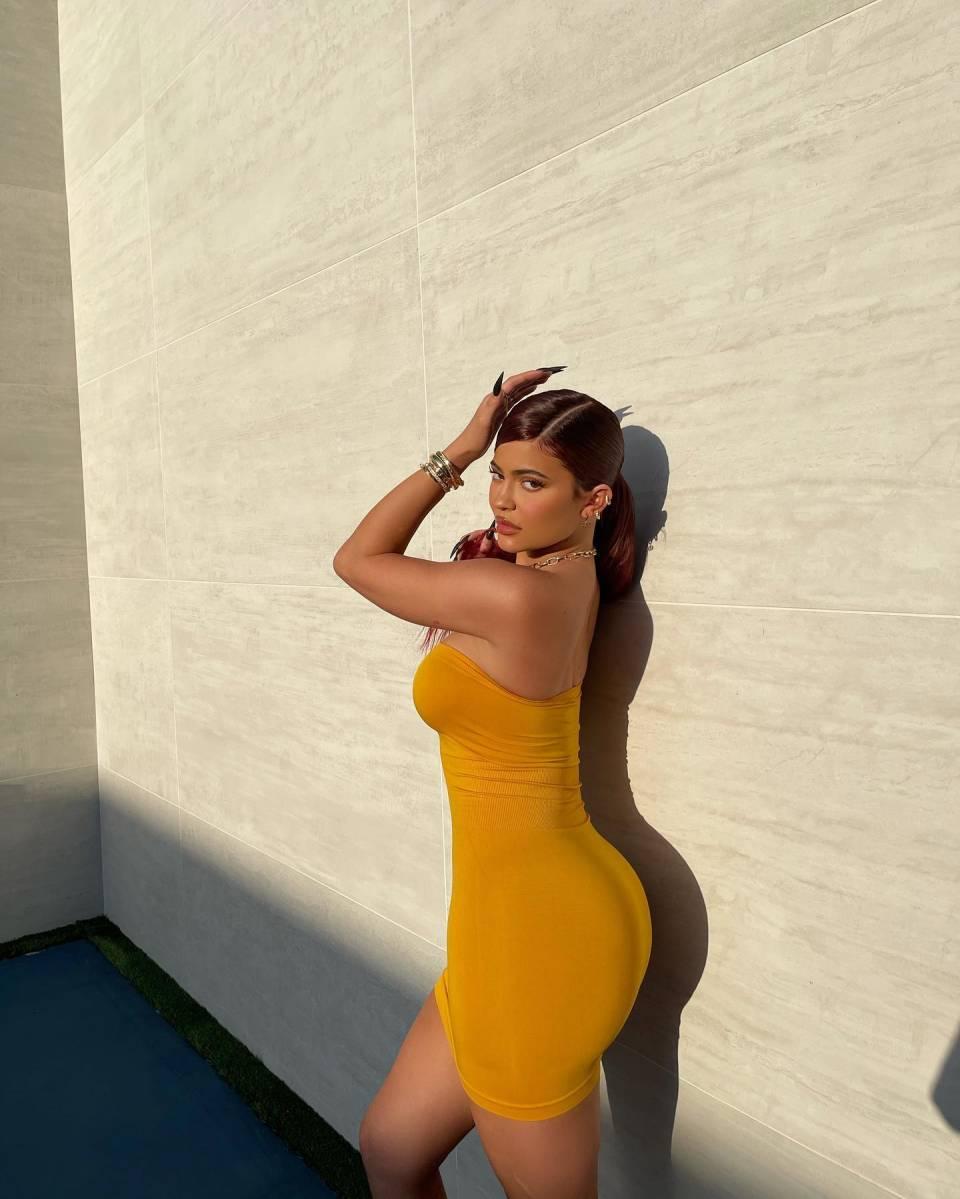 Kylie Jenner, leather, Bottega Veneta pumps, yellow pumps, figure hugging mustard Sosorella dress, mesh, square, lace-up. Kylie Jenner wearing square yellow Bottega Veneta lace-up pumps with high heel