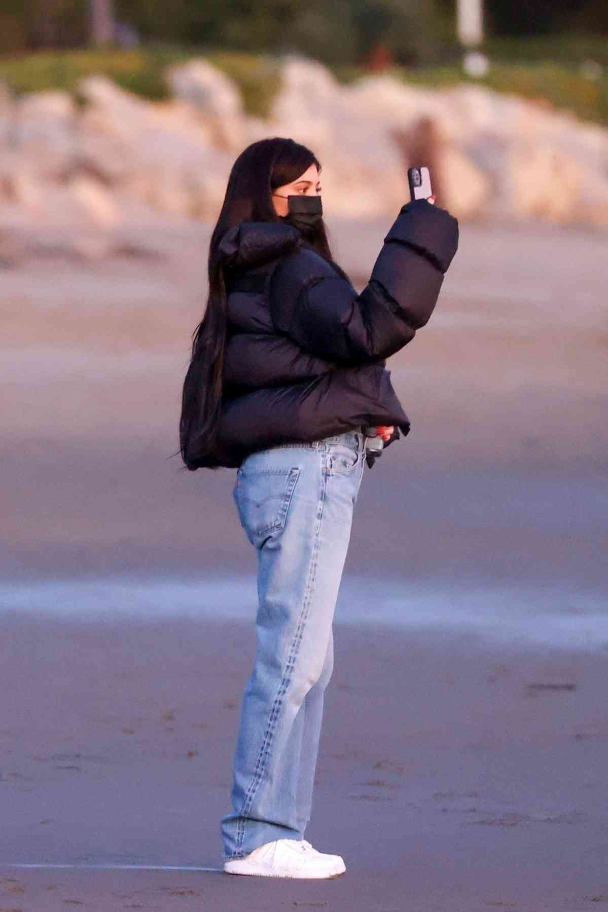 Kylie Jenner wearing acid washed jeans with side pockets