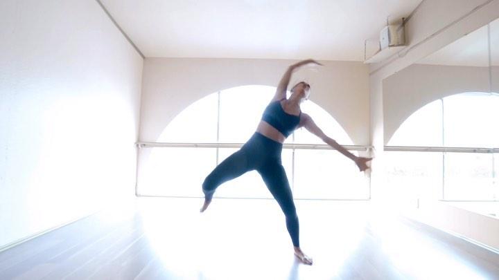 Nicole Scherzinger rocking Skinny black high rise workout leggings