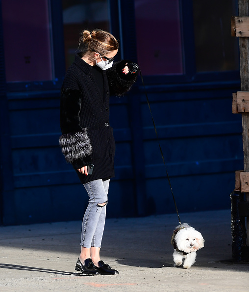 Olivia Palermo wearing narrow black leather mules with square heel and buckle