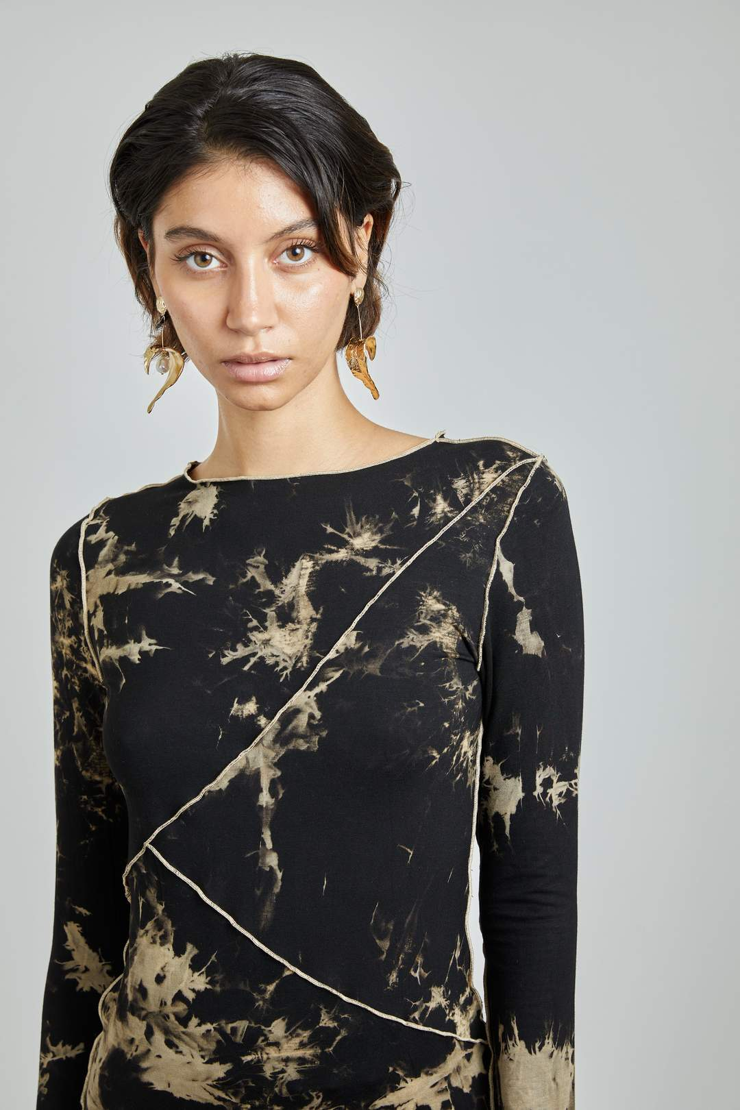 LONG SLEEVE STITCH T by Kim Shui, available on kimshui.net for $169 Bella Hadid Top Exact Product