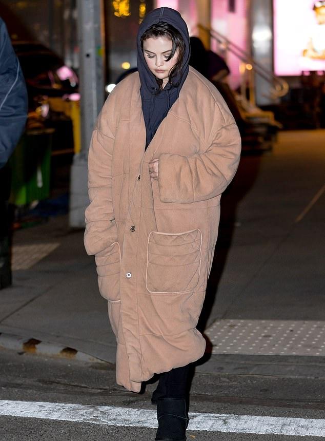 Selena Gomez donning black leggings
