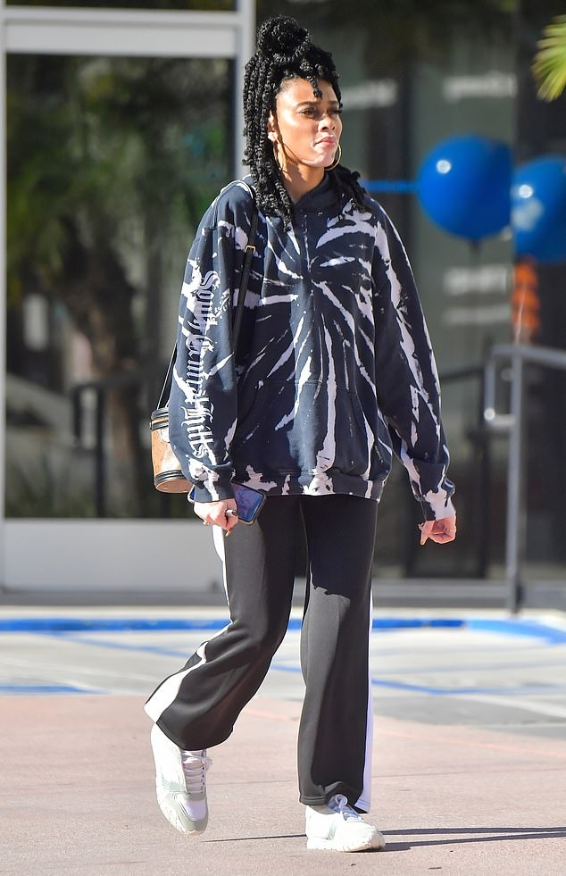 Winnie Harlow rocking round white leather lace-up sneakers